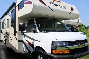 2019 Coachmen Freelander 27QB Class C - Gas Motorhome